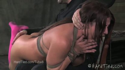Развратник связывает молодую шлюшку и порит её задницу