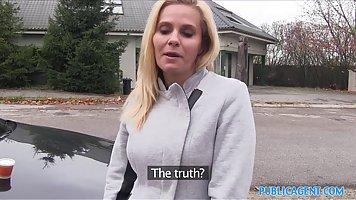 Блондинка ифом трахал в письку ее роговой порно агент в свою машину